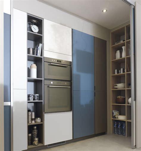 Beau Cuisine Moderne Avec Ilot Central #3: cuisine-ilot-central-moderne-ambiance-patchwork-portes-coulissantes-cellier.jpg