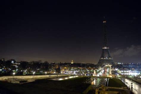 imagenes luto en paris fotos la torre eiffel apag 243 sus luces en se 241 al de luto