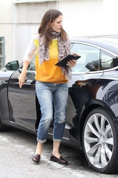 actress jennifer garner picks    tesla model