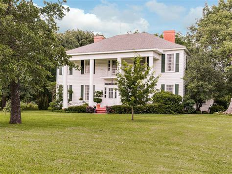 plantation style home genteel living in beautiful southern homes in