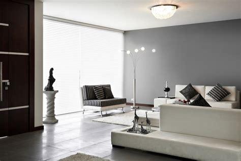 Salon blanc et gris: toujours à la mode la table basse