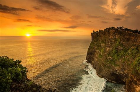 tanah lot  uluwatu sunset