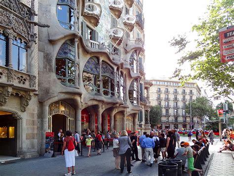 beautiful barcelona complete  gaudi buildings