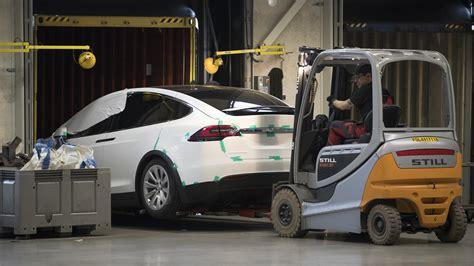Tesla Delivery Tesla Misses Car Delivery Goal In 2016 The Drive