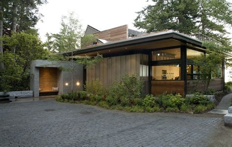 modern eco homes jetson green ellis residence has a lush green roof