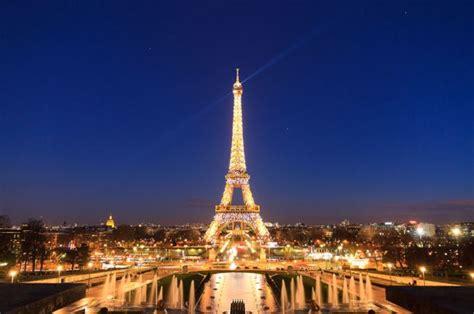 tour eiffel illuminata capodanno a parigi cosa fare