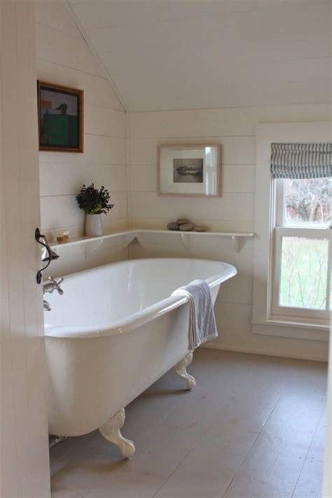neat  functional bathtub surround storage ideas