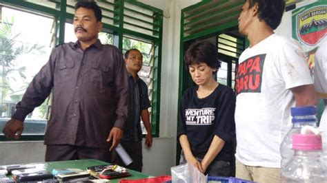 Jual Pisau Komando Semarang selain jual sabu neli juga nyabu untuk hilangkan jenuh tribunnews