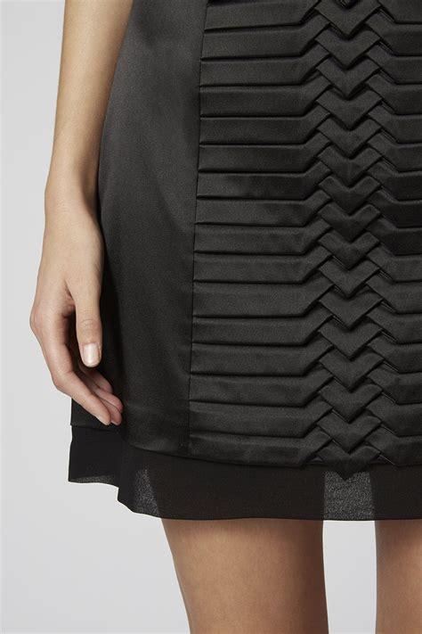 Origami Skirt - fabric manipulation black pleated skirt origami fashion