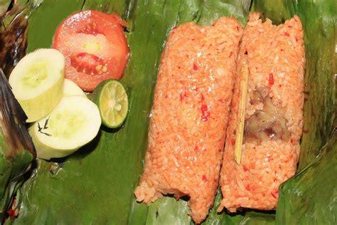 membuat nasi bakar sumsum inilah makanan khas banten yang terkenal dan lezat