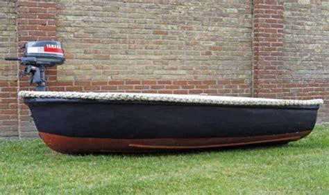 bootje en motor bootje polyester met yamaha buitenboordmotor 4pk