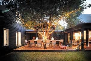 U Shaped House With Courtyard Enclosed Courtyard Design With A Central Entertaining Deck