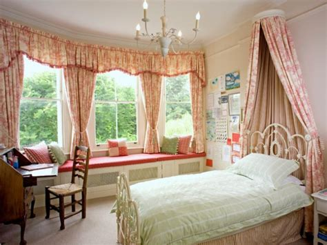 dream romantic bedrooms  canopy beds