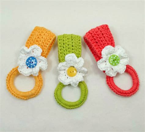 pattern for towel holder daisy towel holder fun and easy to make free crochet