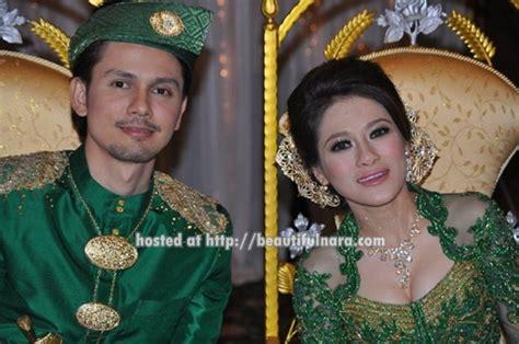 Gamis Siti Nurhaliza Hijau Bl baju raya trend 2013 rachael edwards