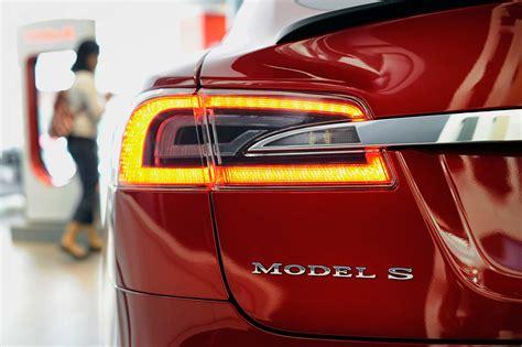 Bloomberg Tesla U S Rule Requires Sound Alerts On Electric Hybrid Cars