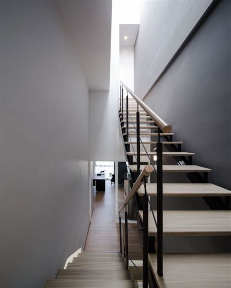 Modern Staircase Wall Design White Grey Wall Wooden Stairs Modern Townhome Design Kvriver