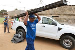 Robert Hudson Ford Ford E Robert Hudson Reabilitam Escola Em Luanda Portal