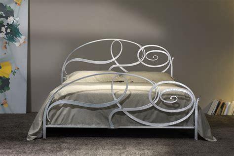 letti in ferro battuto moderni prezzi letti moderni matrimoniali capriccio materassi pasqua