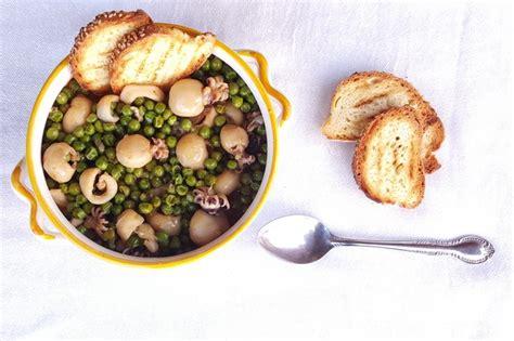 come cucinare le seppie grandi seppie con piselli la ricetta tradizionale laziale