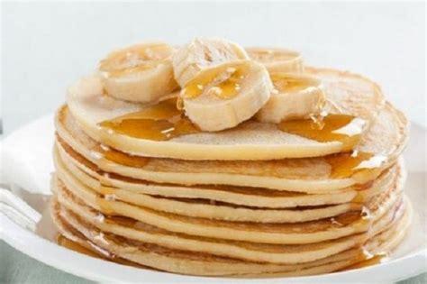 bunda   membuat pancake pisang  tepung