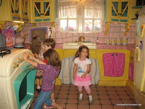 minnie s house disney world disney world mickey mouse house www pixshark com images galleries with a bite