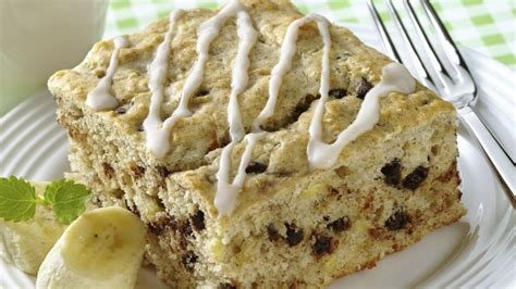 banana chocolate chip coffee cake banana chocolate chip coffee cake recipe bettycrocker