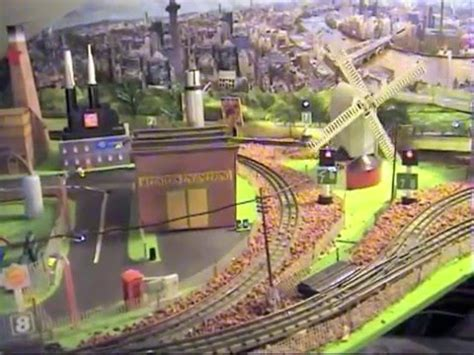 hornby layout youtube hornby dublo 3 rail layout features youtube