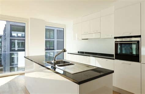 desain dapur nuansa hitam putih desain dapur modern dengan nuansa putih
