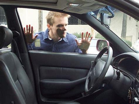 Bantal Mobil Chanel 6 In 5 three die in locked car sbs news
