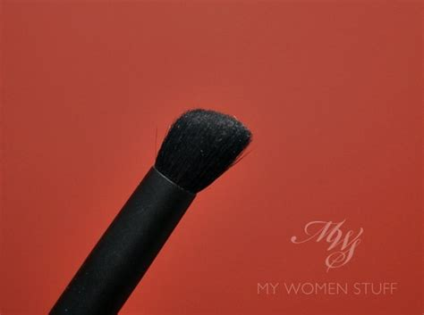 Laneige Large Eyeshadow Brush 09 review rmk eyeshadow brush c