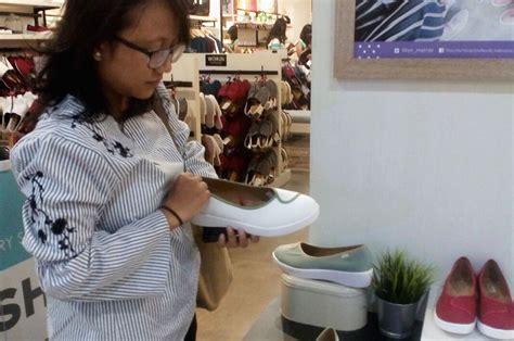 Sepatu Wakai Plush wakai plush jawaban untuk til stylish dan nyaman
