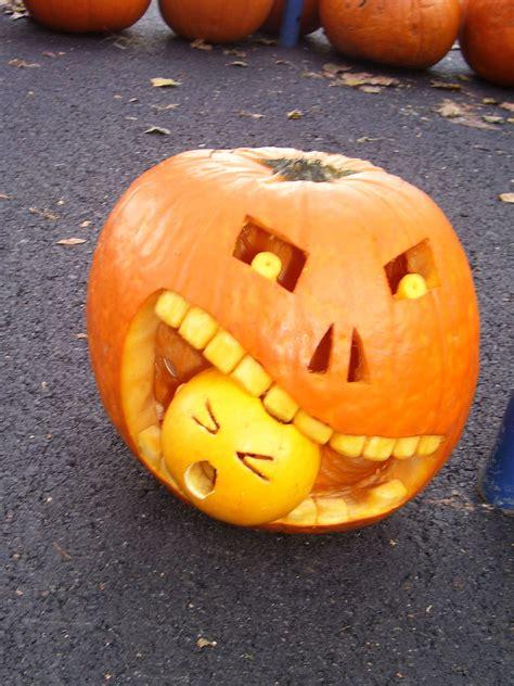 halloween pumpkin carving ideas digsdigs