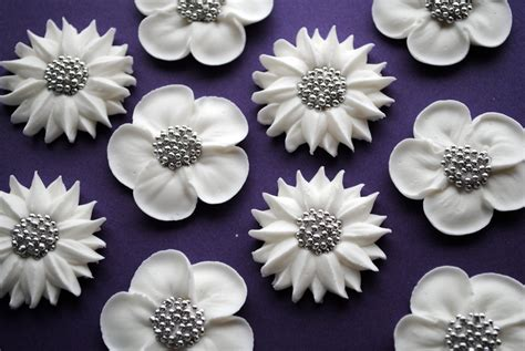 Cing Decorations by Cake Decorations White Wedding Flowers Royal Icing Cupcake