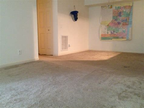empty room prepared for new carpet