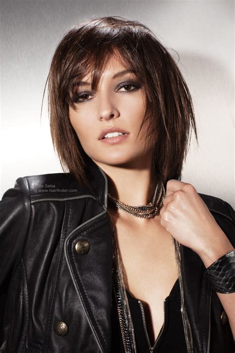 hairstyles that come to a point this mid length layered haircut is neck length at its