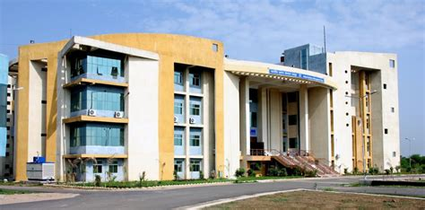 Mba In Raipur by Iim Raipur Admission Criteria For Cat 2015 Mba 2016 18