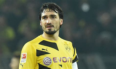 matts hummels manchester united cleared to sign borussia dortmund s mats