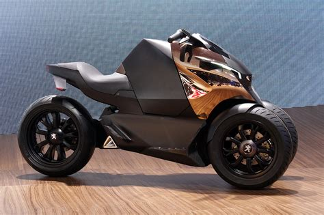 peugeot onyx bike peugeot onyx scooter concept is half motorcycle half
