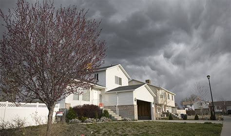 does allstate homeowners insurance cover leaking roof