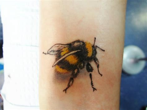 honey bee tattoo designs realistic bee ideas and realistic bee designs