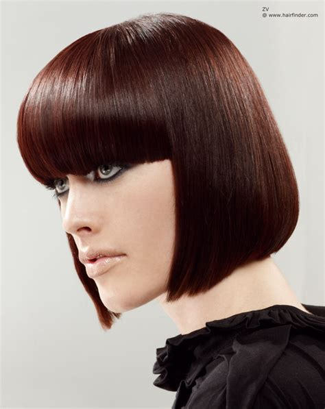 Shiny short pageboy hairstyle with straight sides   Side view