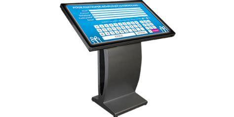 Location Table interactive 46 55 pouce écran tactile incliné sur pied à louer sur Rentiteasy