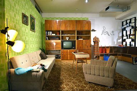 wohnzimmer 70er jahre radio prag plattenbauten pioniere und karel gott