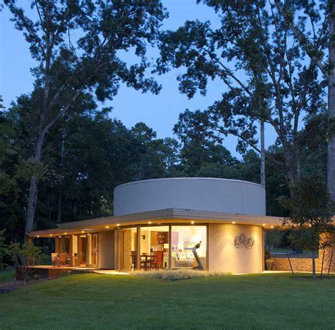 frank lloyd wright inspired frank lloyd wright inspired lake house design boasting
