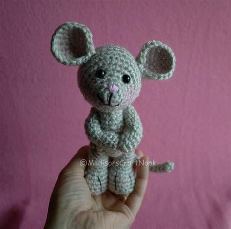 amigurumi pattern mouse morris the mouse free pattern crochet pinterest