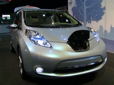 Volt Falls To Electric Car Price War Chevy Volt And Nissan Leaf Price War Smack Has Begun