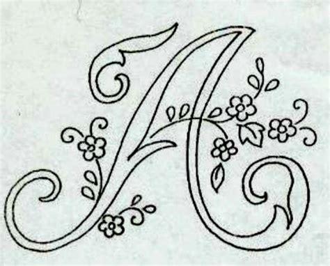 lettere ricamate professione donna alfabeto da ricamare con ricamo classico