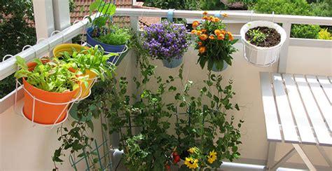 come arredare un balcone con piante arredare il balcone in primavera idee e suggerimenti