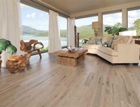 living room beach cottage with wood flooring and sloped ceiling ucuz end 252 striyel ev stil mobilyalari ve ahşap denizci